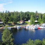 Уютный отель на берегу озера, рай для яхтсменов и рыбаков.